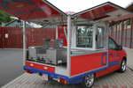 De Peugeot Partner in der Version HotDog, das Grillmobil mal anders , zum Verkauf von HotDogs.